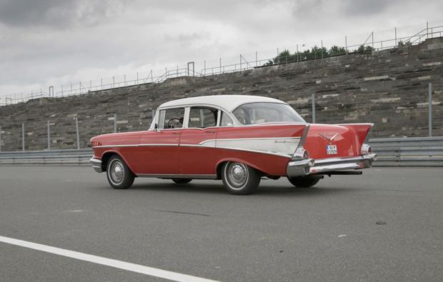 chevrolet-fahren-oldtimer