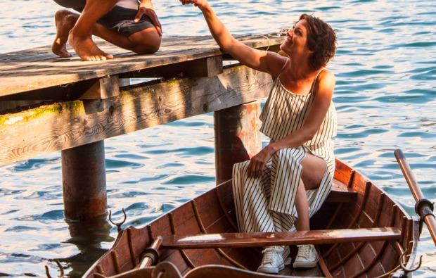 biwak-uebernachtung-seeboden-ruderboot