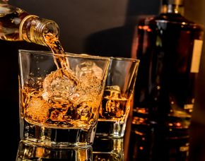 Whisky-Tasting - Alte Flora - Essen von 10 Sorten Whisky & Brotzeit