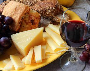 Wein & Käse - VIOLAS´ Gewürze & Delikatessen - Stuttgart Verkostung von 10 Weinen & 10 Sorten Käse