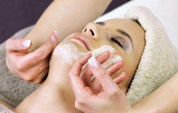 wellness-fuer-frauen-bad-harzburg-gesichtsbehandlung-massage