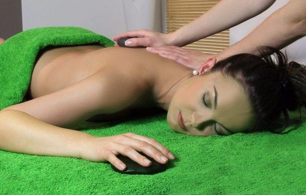 wellness-fuer-frauen-bad-harzburg-massage-gesichtsbehandlung