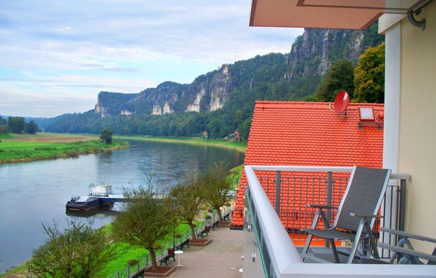 aussenansicht-balkon-wellnesshotel-rathen