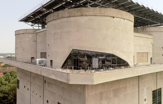 sleeperoo-cube-uebernachtung-hamburg-energiebunker-terrasse