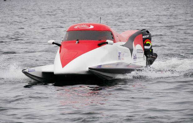 speedboot-fahren-neustadt-in-holstein-powerboot