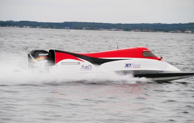 speedboot-fahren-neustadt-in-holstein-spass