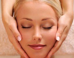 Wellnesstag für Sie Kaviar-Gesichtsbehandlung, Hand- und Armmassage, Rückenmassage