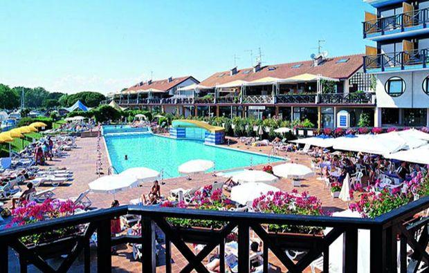 kuschelwochenende-lignano-sabbiadoro-pool