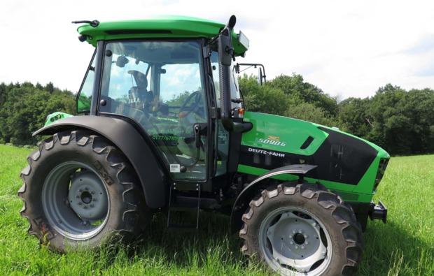 traktor-fahren-kuerten-maschine