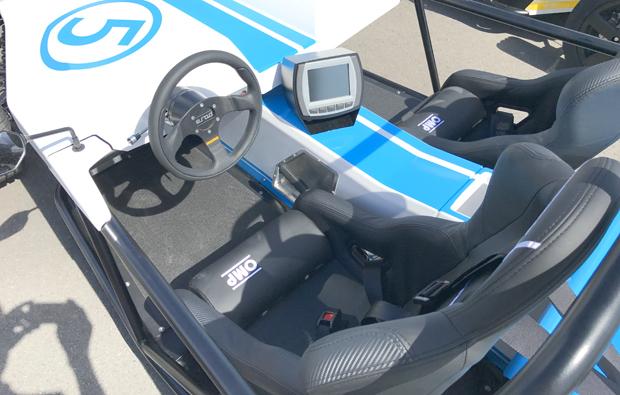 elektro-rennauto-fahren