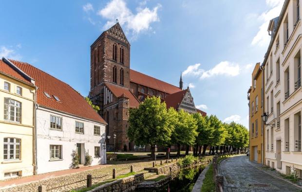 sleeperoo-uebernachtung-wismar-kirche