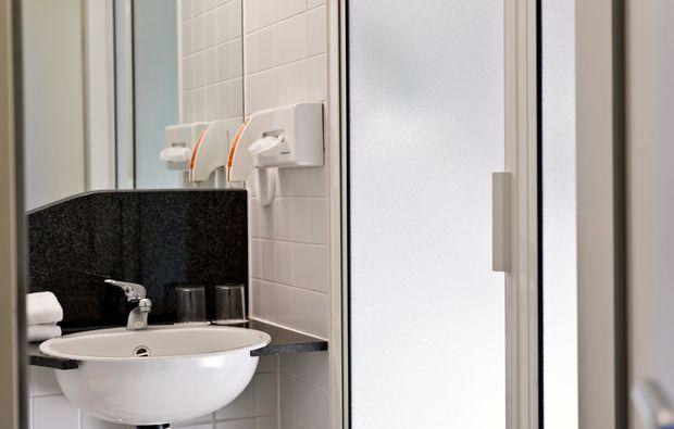 kurzurlaub-halle-saale-badezimmer