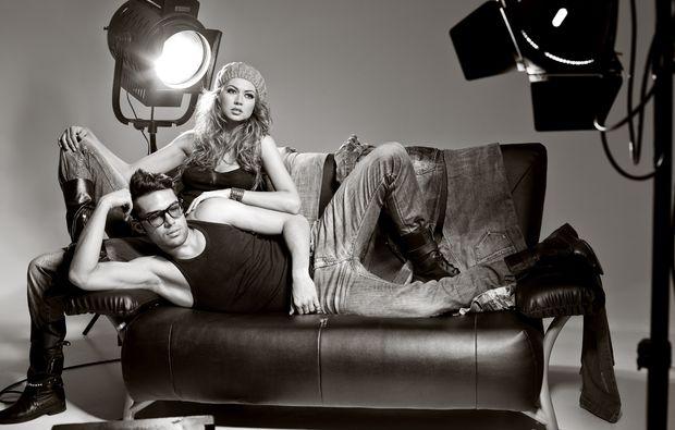 partner-fotoshooting-hilden-sofa