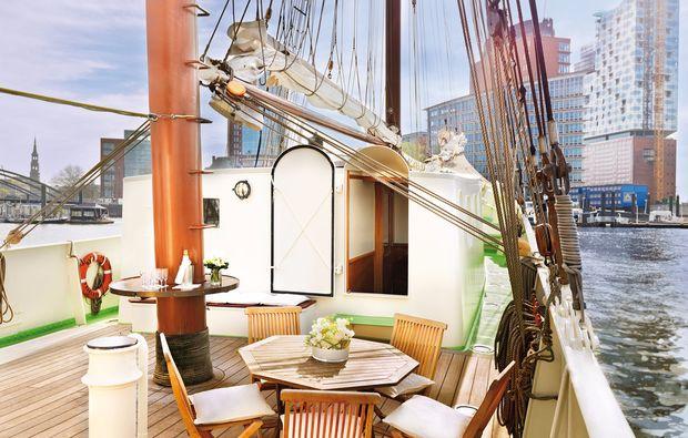 segeln-dinner-kiel-einrichtung