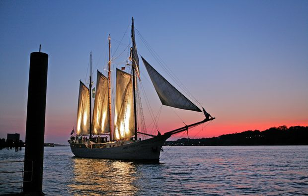 segeln-dinner-kiel-segeln-bei-nacht