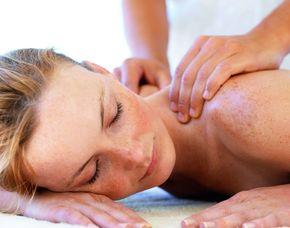 Das Schönheitsprogramm für Sie Hameln Gesichtsbehandlung, Rückenmassage