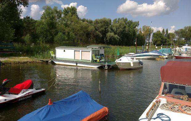 zauberhafte-unterkuenfte-brandenburg-hausboot
