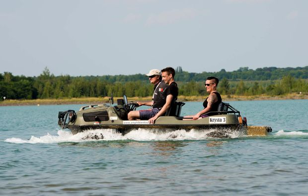 amphicar-fahren-leipzig-wasser