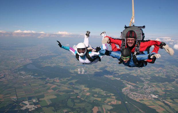 fallschirm-tandemsprung-altenstadt-schongau-mid-air-1