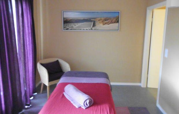 hot-stone-massage-kalkar-niedermoermter-massageliege