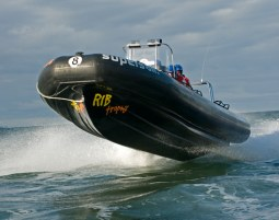 Speedboot fahren - Ostsee - ca. 30 Min. Ostsee - ca. 30 Min.