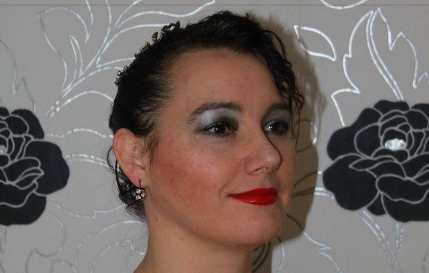 make-up-beratung-mainz-dame-mit-schminke