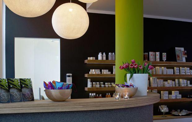 hotstone-massage-muenchen-auszeit-wellness