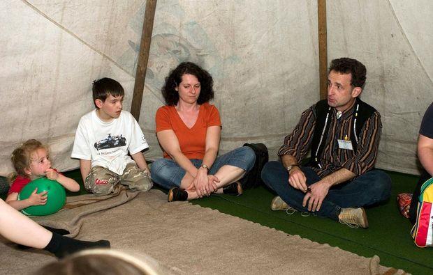 familien-tipi-uebernachtung-oberaurach-innenansicht