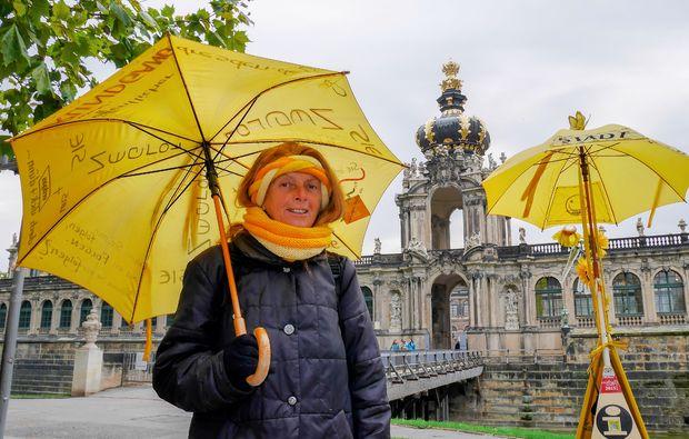 aussergewoehnliche-stadtfuehrung-dresden-regenschirm