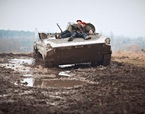 schuetzenpanzer-bmp1-fahren