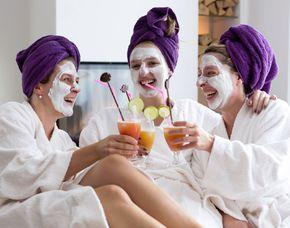 Das Schönheitsprogramm für Sie in  München Gesichtsbehandlung, Rückenmassage, Kräuterpackung