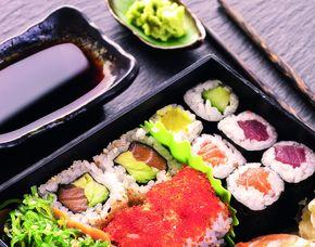 Sushi Restaurants (Sushi-Mittagsmenü) - Stuttgart, Rotebühlplatz 18 Mittags- und Abendmenü, inkl. Tee & Wein
