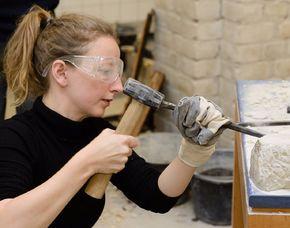 Bildhauer- Workshop - Wochenendkurs mit Museumsbesuch Berlin mit Ton, Gips, Speckstein, Alabaster, Stein & Holz, Museumsbesuch, Wochenendkurs