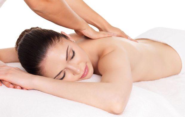 ayurveda-anwendung-augsburg-massage