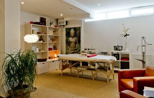 ayurveda-anwendung-augsburg-massageraum