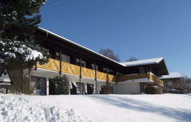 kurzurlaub-lam-aussenansicht-winter