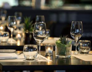 Candle-Light Dinner für Zwei 3-Gänge-Menü, inkl. 1 Flasche Wein & 1 Flasche Wasser