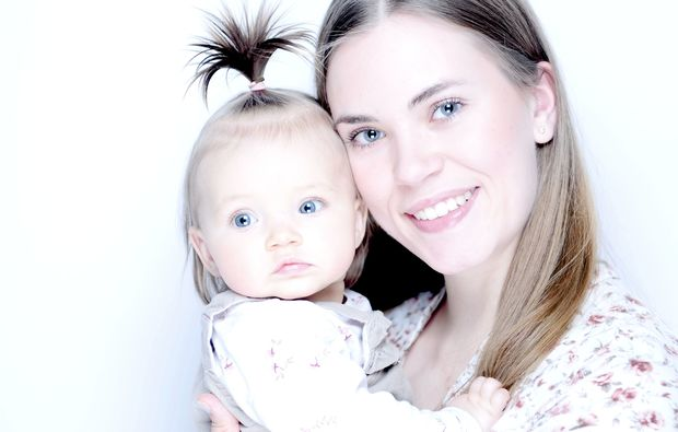 familien-fotoshooting-leipzig-baby-im-arm