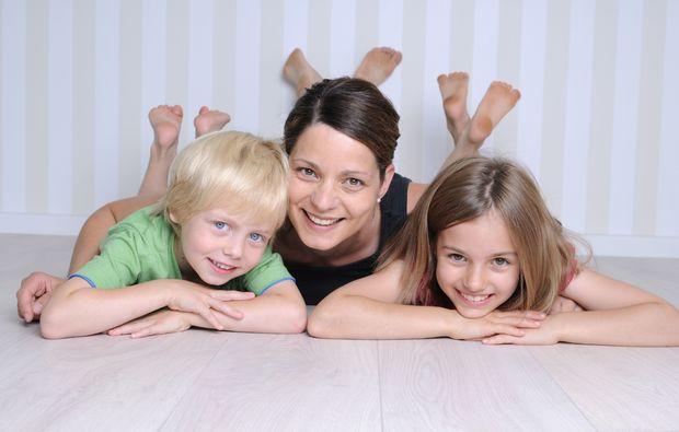 familien-fotoshooting-leipzig-mutter-mit-kindern
