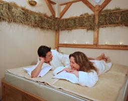 Romance Wellness für Paare Aromaölmassage, Tageszimmer, Wellness- und Spabereich