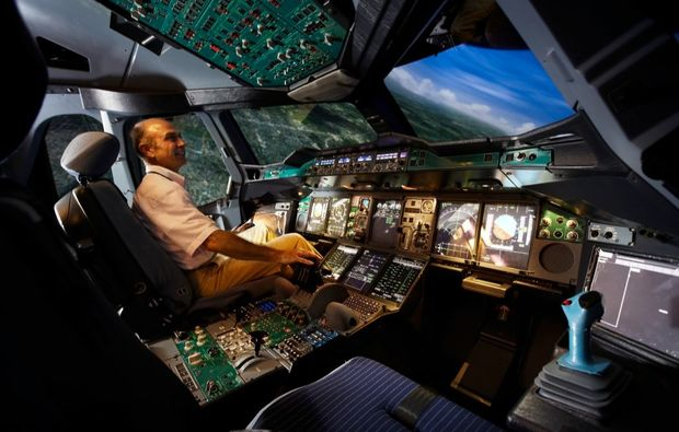 full-flight-simulator-frankfurt-cockpit