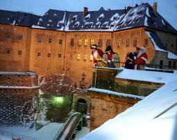 Dinner mal anders Weihnachtliches Zeitreise-Dinner mit Show - 4-Gänge-Menü, inkl. Getränke