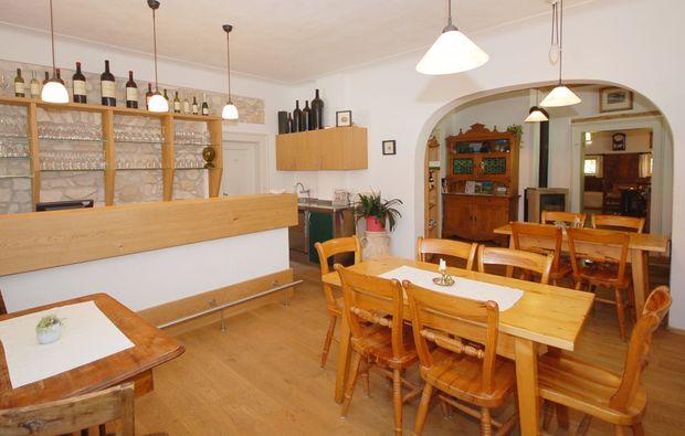 zauberhafte-unterkuenfte-spielfeld-restaurant