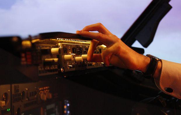 flugsimulator-berlin-boeing-b737-pilot