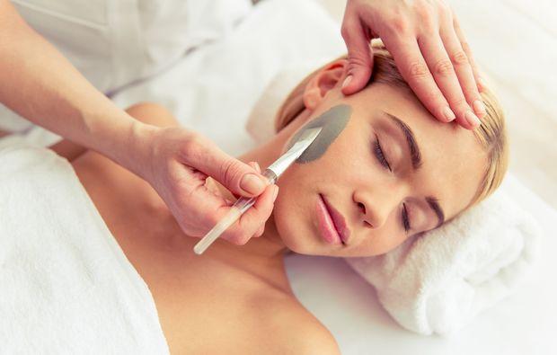 gesichtsbehandlung-nuernberg-massage-gesicht-maske