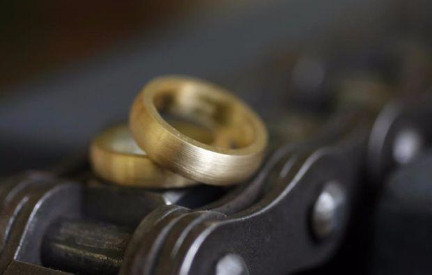 trauringe-selber-schmieden-fuer-zwei-stolberg-gold-ring