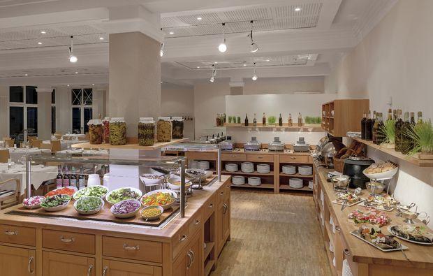 wellness-wochenende-rheinsberg-kleinzerlang-buffet