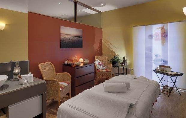 wellness-wochenende-rheinsberg-kleinzerlang-massageliege