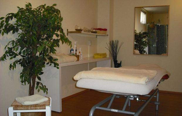 fussreflexzonenmassage-hallesaale-massageraum