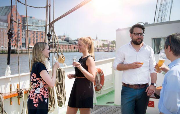 mit-freunden-segeln-dinner-travemuende